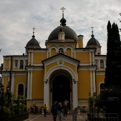 К мощам Блаженной Матронушки в Покровском монастыре